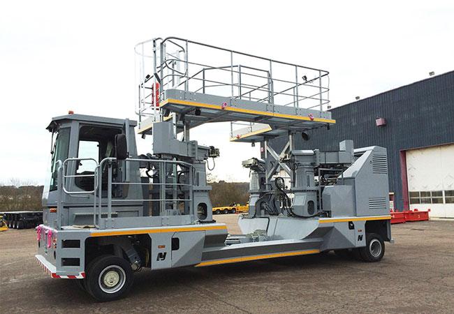 Bei -45° Außentemperatur transportiert das Fahrzeug auf Basis des MHD G2 Container mit Gefahrstoffen. / Pressebild