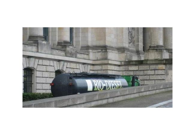 Biodiesel-Anlieferung am Reichstagsgebäude in Berlin / Pressebild: AEE