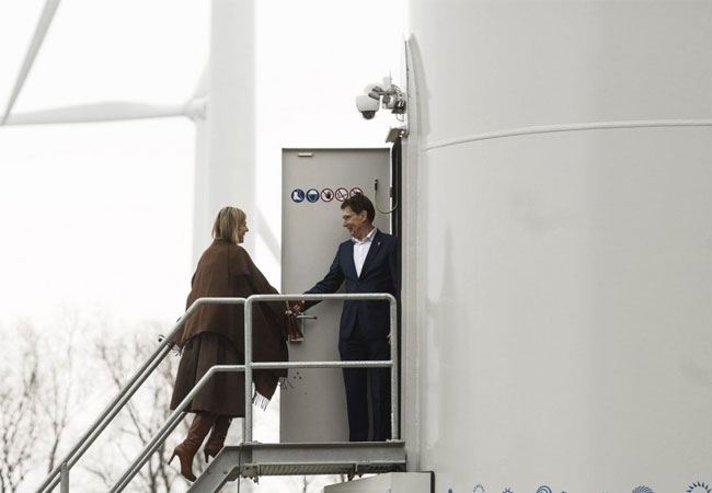 H.M. Queen Máxima of the Netherlands visits Lagerwey windturbine / Pressebild