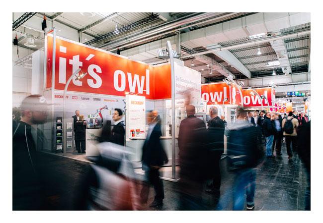 Auf dem OWL Gemeinschaftsstand präsentieren 40 Unternehmen und Forschungseinrichtungen Lösungen für Industrie 4.0. Quelle: OWL GmbH