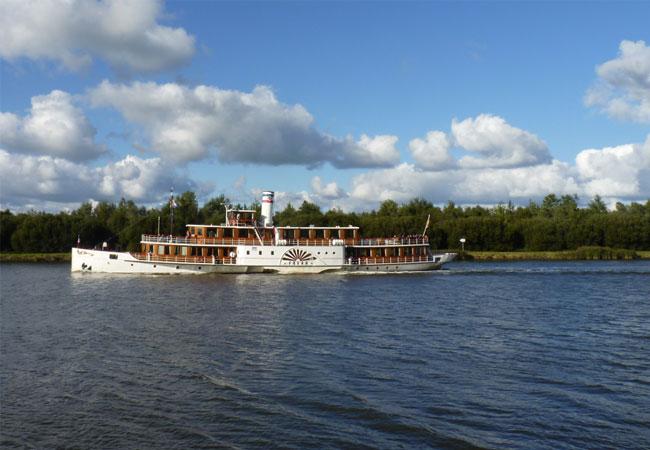 Ausflugsschiff / Foto: HB