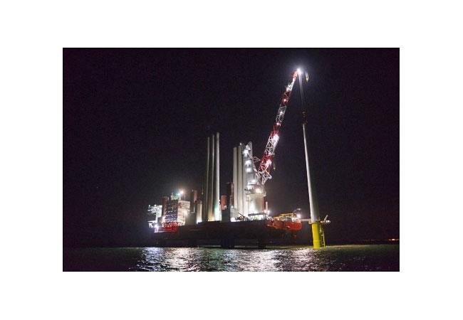 Erste Turbine im Offshore Windpark Rampion installiert