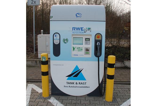 e-Tankstelle auf einer Autobahnraststelle / Foto: HB