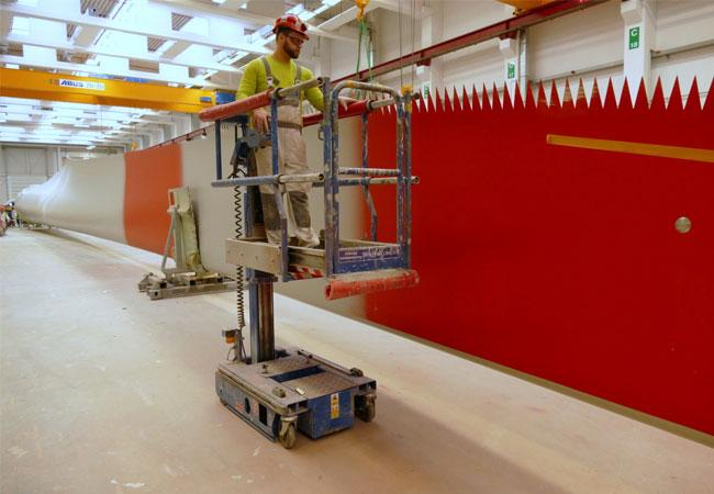 Foto: Die JLG Power Towers Arbeitsbühne 830 SP + macht das Arbeiten leichter und sicherer