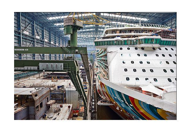 Bild: Im Schiffsbau und auf Schiffen fallen heute riesige Datenmengen an: Entscheidend sind funktionierende und sichere IT-Lösungen an Bord sowie an Land. Quelle Rittal GmbH & Co. KG