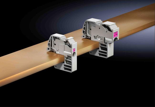 Pressebild: Mit einer neuen Generation an Leiteranschlussklemmen mit Push-in-Technik bietet Rittal jetzt die derzeit schnellste Methode, um Leitungen an Sammelschienen einfach und sicher anzuschließen. / Quelle Rittal GmbH & Co. KG