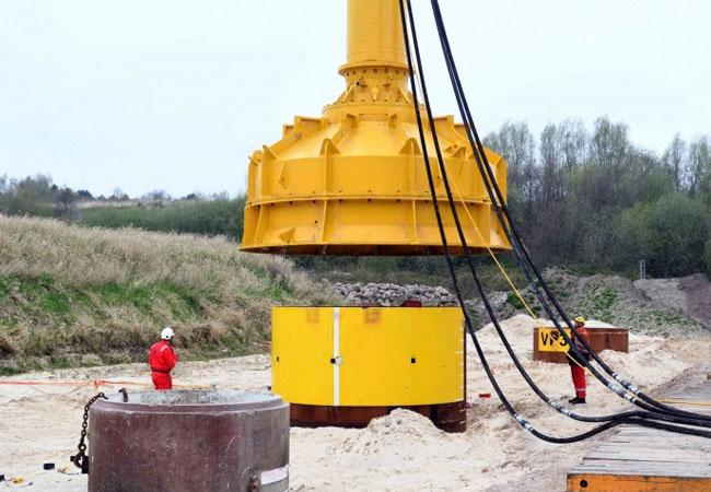 Pressebild: Forschungsprojekt in Cuxhaven Vibrationsrammen von Offshore-Fundamenten
