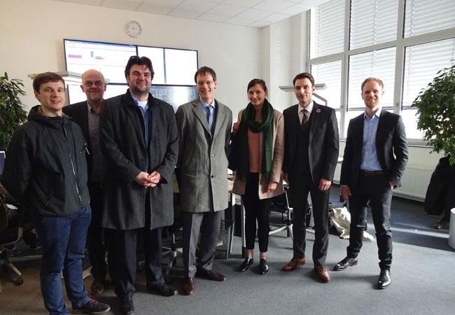 Pressebild: Vertreter des BMWi, Bitkom e.V. und der Stadt Leipzig zu Besuch bei der e2m am 1. März.