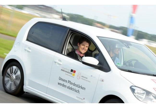 Probefahrten mit Elektrofahrzeugen sind fester Bestandteil der jährlich stattfindenden DRIVE-E-Akademie. / Isabell Massel