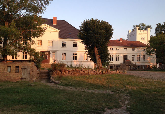 Pressebild: Schloss Bröllin - international art research location