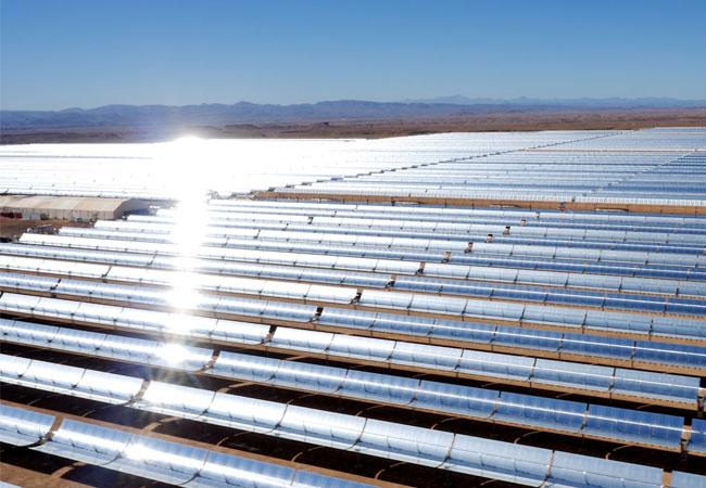 Pressebild: Das Noor Solarkraftwerk in Marokko soll im Endausbau eine installierte Leistung von 580 Megawatt aus vier Kraftwerksblöcken haben. Die Bauchemiesparte der BASF unterstützt die Installation des Komplexes mit Spezialverankerungsmörteln und Versiegelungen.