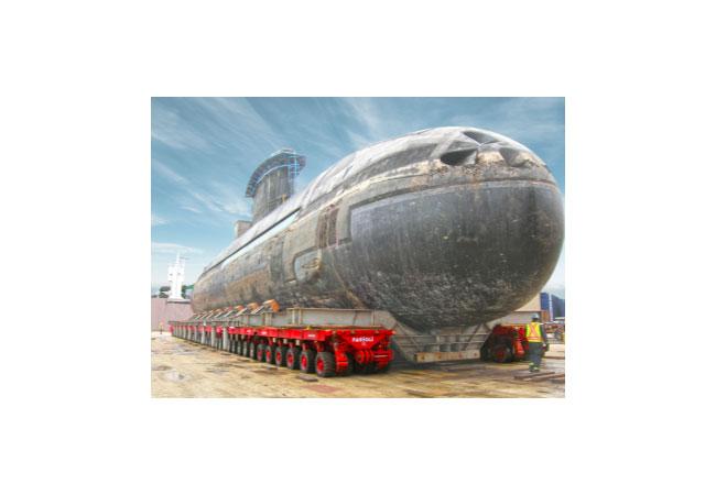Der Transport von U-Booten und deren Zubehör ist für SPMT von SCHEUERLE nichts Neues – wie der beeindruckende Transport des SCHEUERLE Kunden FAGIOLI zeigt.