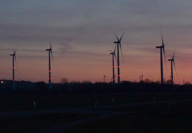 Weniger nächtliches Blinken am Himmel – Schleswig-Holstein will verpflichtenden Einbau von neuer Technik / Foto: HB