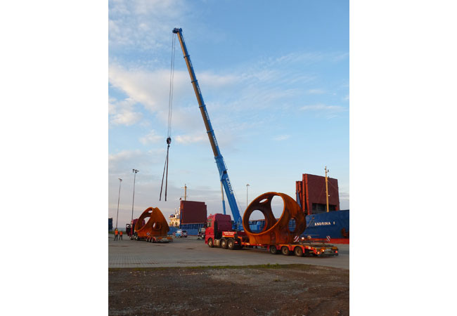 Pressebild: Rotornaben für Offshore-Windräder: DSV wickelt komplexen Bauteiletransport für Windkraftanlagen ab