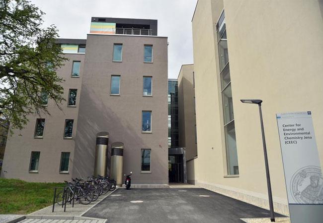 """Neben dem """"Zentrum für Energie und Umweltchemie"""" (CEEC Jena I) der Uni Jena wird ein weiterer Forschungsneubau, das CEEC Jena II, errichtet. / (Foto: Anne Günther/FSU)"""