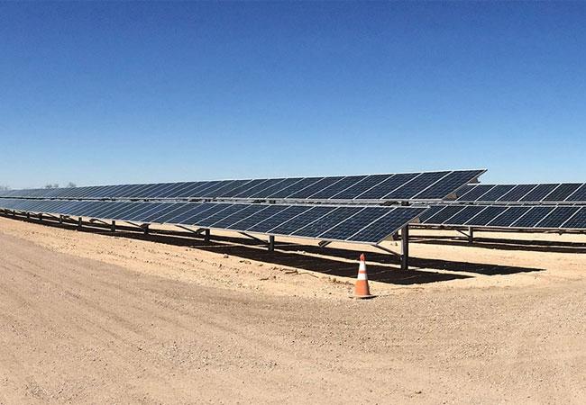 E.ON ist verantwortlich für Entwicklung, Bau und Betrieb von Solar- und Windenergieanlagen sowie Energiespeichersystemen mit einer Gesamtkapazität von über 3.000 MW in den USA / Pressebild