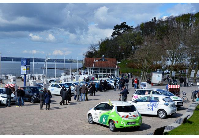 Foto (Brandhorst) frei: Elektro-Autos auf der Glücksburger Promenade