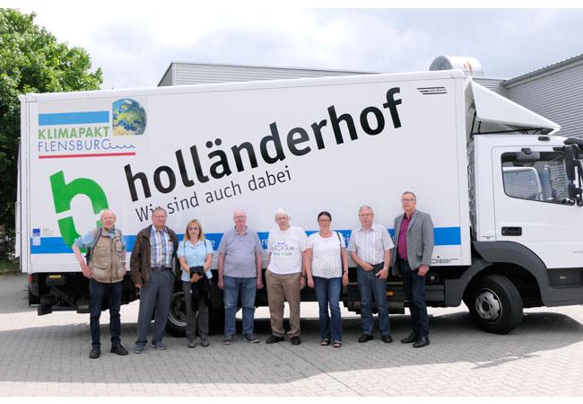 Die Exkursionsgruppe um Hans-Nico Nissen (technischer Leiter Holländerhof, 2.v.r.) gewann einen informativen und menschlich sympathischen Eindruck in die Trollsee-Werkstatt.