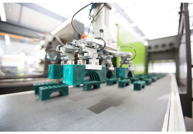 Pressebild: Insbesondere bei der Entwicklung, Herstellung und Logistik von Stauff Produkten – wie zum Beispiel Rohr-, Schlauch- und Kabelschellen – aber auch in anderen Unternehmensbereichen wird künftig noch mehr als bisher auf einen verantwortungsbewussten und nachhaltigen Energieeinsatz geachtet.