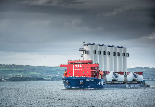 Pressebild: MHI Vestas charters industry-leading vessel to transport mammoth V164 turbine components