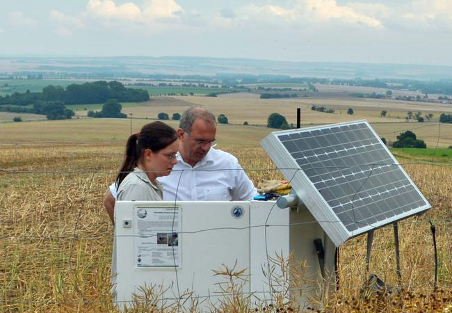 At one of the study areas for soil leachate at the Hainich CZE, Prof. Kai Uwe Totsche and geologist Katharina Lehmann of the University of Jena check the station parameters. / Photo: Robert Lehmann