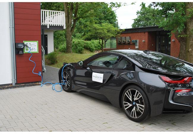 Tanken im Bürgerwindpark - windcomm Elektromobilitaet / Pressebild
