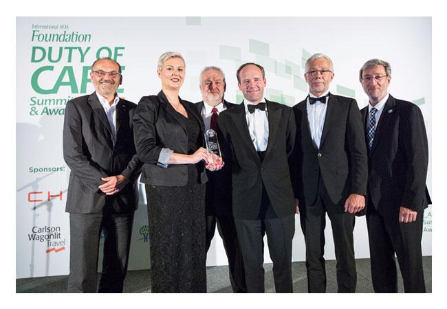Pressebild: Von links nach rechts: Dr. Peter Schiessl (Managing Director CBM), Katja Rehage (WINDEA Offshore GmbH), Klaus Graf (Managing Director IQmedworks GmbH), Caspar Spreter von Kreudenstein (Managing Director WINDEA Offshore GmbH), Herbert Janssen (Betriebsleiter Northern HeliCopter GmbH) and Dr. Walter Eichendorf (Head of the Awards Jury and Deputy Director of the DGUV)