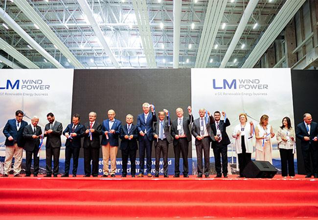 Pressebild: The ribbon is cut to open the new Bergama, Turkey plant on July 11, 2017.