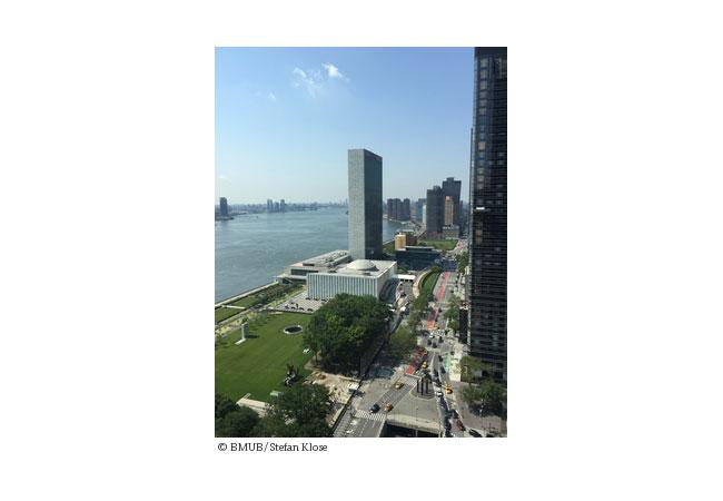 Das HLPF (High Level Political Forum on Sustainable Development) findet am Sitz der Vereinten Nationen in New York City (USA) am East River statt, wo sich über zwei Wochen Vertreter der Staaten der Weltgemeinschaft zu Nachhaltigkeit austauschen. / Pressebild