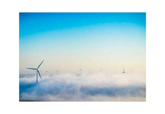Bildunterschrift: Windenergieanlagen sind in komplexe Datenkommunikationen eingebunden – von Wetterdaten bis Netz- und CMS-Sensordaten. Bildnachweis: composed Bachmann electronic/iStock