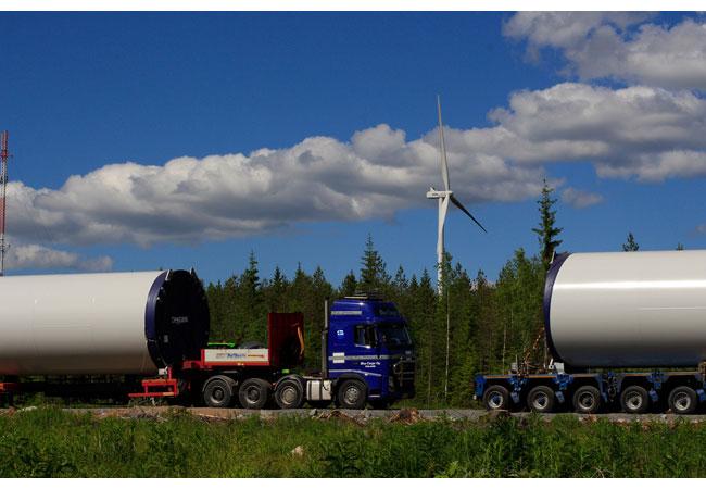 Pressebild: Im finnischen Haapajärvi betreibt ABO Invest bereits seit 2015 zwei Windkraftanlagen. Nun rollen die Komponenten für weitere sieben Anlagen mit jeweils 3,3 Megawatt Leistung an. Die neuen Vestas-Anlagen gehen planmäßig bis November 2017 ans Netz.