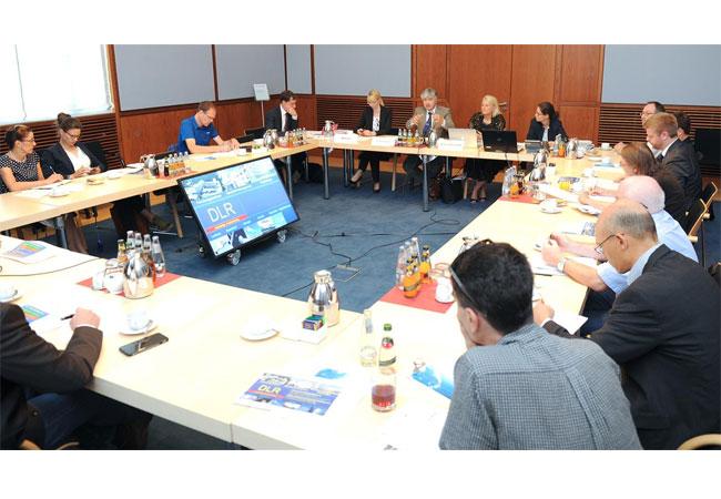 Gesprächsrunde über neue Strategie beim DLR