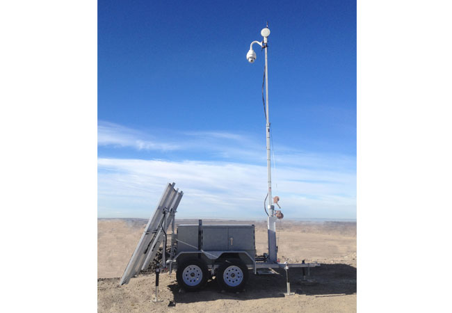 Der 3D-P Kommunikations-Trailer hybridisiert EFOY Pro Brennstoffzelle und Solar / © 2017 SFC Energy AG