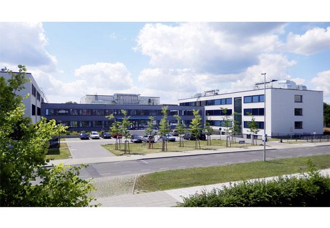 Pressebild: Nach der Sanierung erfüllt das Max-Steenbeck Gymnasium in Cottbus den Passivhausstandard. (Quelle: BTU Cottbus-Senftenberg)