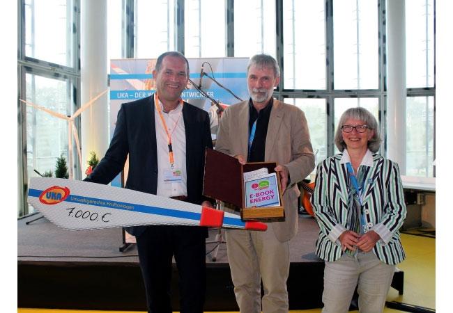 Im Rahmen der Jubiläumsfeier im IKMZ zum fünfjährige Bestehen von UKA Cottbus am 1. Juli 2017 wurde eine Spende in Höhe von 7000 Euro an die BTU Cottbus-Senftenberg übergeben.