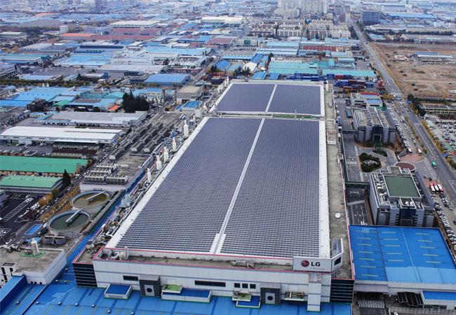 Pressebild: LG Solar nimmt neue Produktionslinie in Betrieb