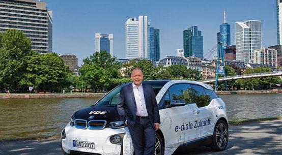 Pressebild: Setzt sich für Elektromobilität, erneuerbare Energien und den Geldbeutel der Verbraucher ein: Ansgar Hinz, CEO des VDE. | VDE/Uwe Noelke