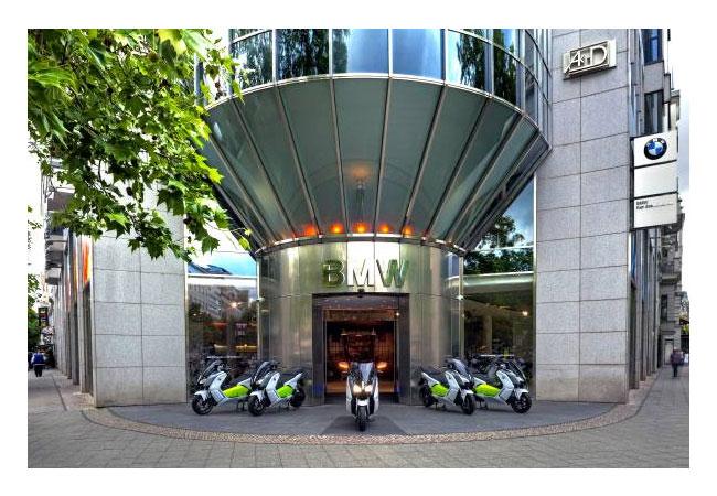 Pressebild: Mit dem Elektro-Maxi-Scooter BMW C evolution die Bundeshauptstadt oder die Schönheit Norddeutschlands entdecken