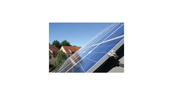 Pressebild: Sonnenenergie vom eigenen Hausdach: Dank NATURSTROM-SonnenDach und SonnenSpeicher bald möglich. Foto: NATURSTROM AG.
