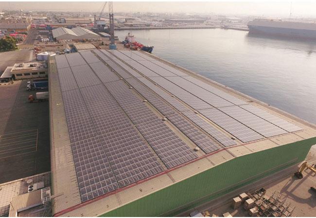 PV-Monitoring von meteocontrol in größtem dezentralen Solarprojekt im Mittleren Osten / Pressebild: Phanes Group