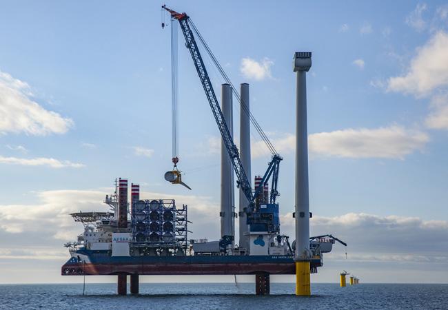 A2SEA A/S installiert für DongEnergy erstmals die größte Offshore-Turbine auf dem Markt.