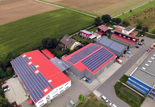 Pressebild: WIRSOL realisiert zweite Photovoltaik-Aufdachanlage für CobiNet