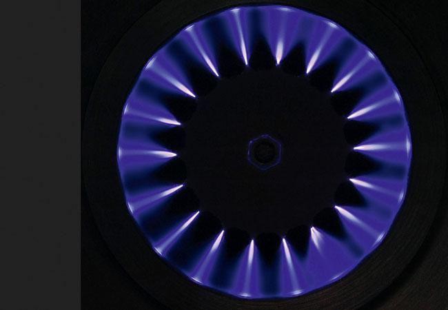 Pressebild: Durch eine Coronaenentladung an der Hochspannungselektrode werden die Staubteilchen elektrostatisch aufgeladen. Bild: CCA - Carola Clean Air GbmH