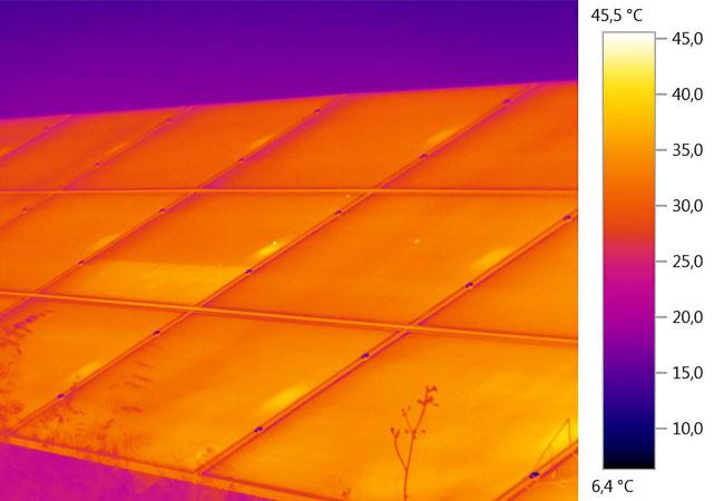 Neuer LED-Flasher entspricht der künftig strengeren IEC 60904-9 Norm / Bildquelle: Photovoltaik-Institut Berlin