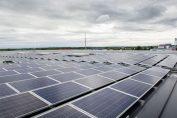 PV-Anlage IBC SOLAR Austria installiert Photovoltaikanlagen auf einer Fläche von rund 3.200 m² am Flughafen Wien