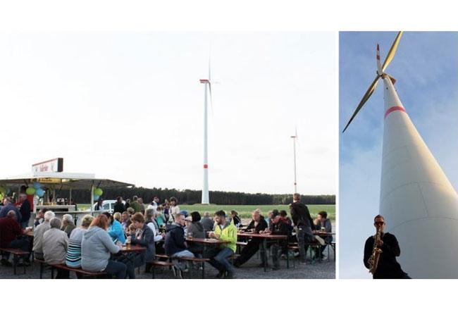 Wspólna biesiada przy dźwiękach saksofonu u stóp nowej turbiny wiatrowej o mocy 22 MW / © 2016 vortex energy holding ag