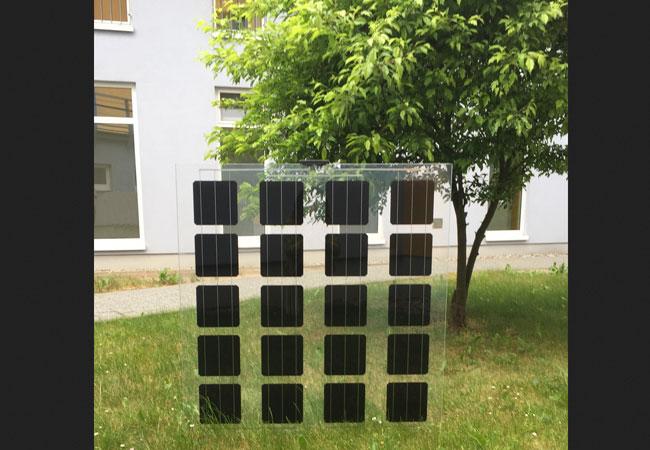 Pressebild: Produktgarantie für HE-Module bis 25 Jahre / aleo solar präsentiert neue Glas-Glas-Module auf Intersolar