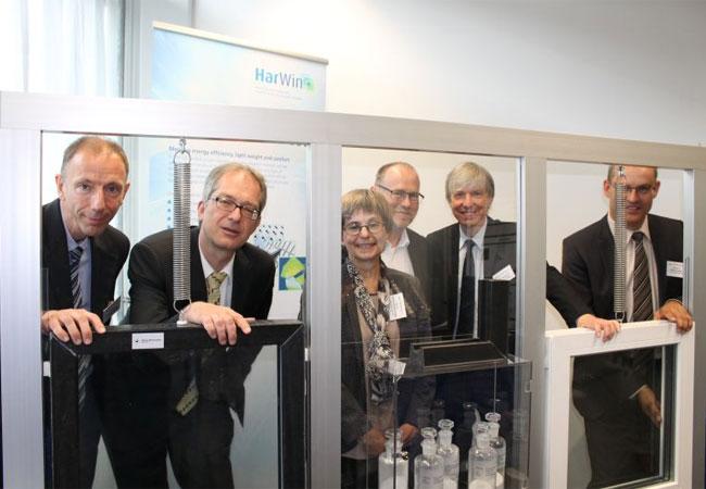 """Pressebild: """"Glas-TAOO""""-Beteilligte der Uni Bayreuth und der Technischen Hochschule Deggendorf Uni Bayreuth"""