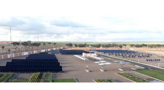 Der 2015 in Betrieb genommene »Green Energy Park« in Ben Guerir/Marokko ist die größte Photovoltaik-Testplattform Afrikas. © Fraunhofer-Center für Silizium-Photovoltaik CSP