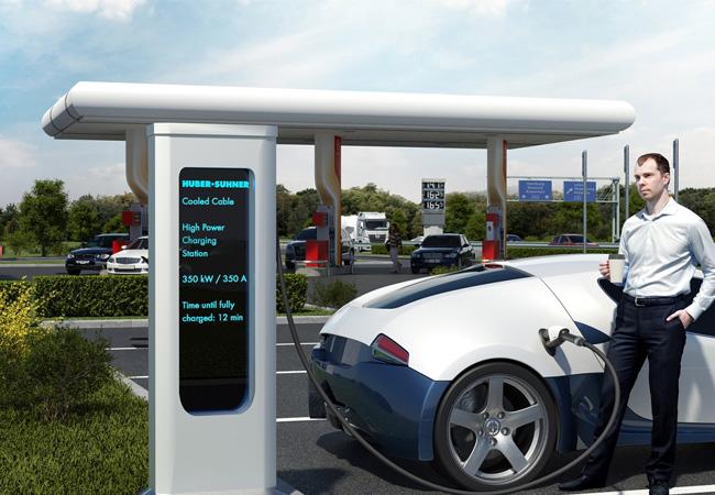 Gekühlte Ladekabel von HUBER+SUHNER ermöglichen Ladezeiten von Elektrofahrzeugen im Minutenbereich / Pressebild